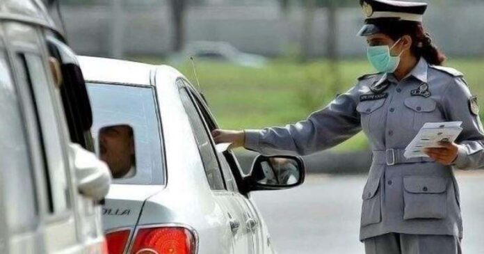 C:\Users\DELL\Pictures\Wear-glasses-or-crank-up-AC-in-cars-but-no-compromise-on-tinted-glasses-Islamabad-Traffic-Police.jpg
